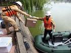 Hà Nội lấy mẫu nước phân tích phục vụ nạo vét hồ Hoàn Kiếm