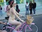 Video: Hơn 10 vạn người khỏa thân đạp xe