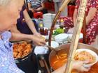 """Giải mã sức hấp dẫn của những quán ăn """"du kích"""" ở Sài Gòn"""