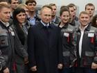 """Video: Putin chọc cười vẻ """"nghiêm trọng"""" của công nhân súng"""