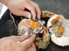 Video: Cô gái Thượng Hải mách cách ăn cua bể thanh lịch