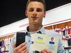 Video: Chàng trai 20 tuổi đổi tên thành iPhone 7 để nhận điện thoại miễn phí