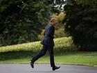 Tổng thống cũng đãng trí: Ông Obama đi bỏ phiếu, quên điện thoại chạy về lấy