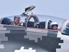 Tổng thống Ukraine bay trên MiG-29 chúc mừng ngày không quân
