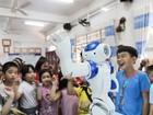 Bên trong lớp học tiếng Anh với thầy giáo robot