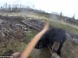 """Video gấu đen tấn công thợ săn đang làm """"nóng"""" mạng xã hội"""