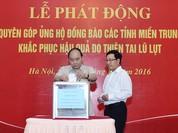 Các lãnh đạo Chính phủ quyên góp ủng hộ đồng bào miền Trung