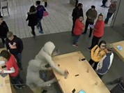 Video: Apple Store ở Mỹ liên tục bị cướp iPhone, iPad