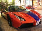 Siêu xe Ferrari phong cách Người Nhện xuất hiện trên phố Sài Gòn