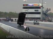 """Video: Hãi hùng cảnh ô tô bị nhấc bổng và """"xé toạc"""" khi đua drag"""