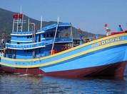 Tàu vỏ gỗ lớn nhất miền Trung chìm trên biển, 2 ngư dân mất tích