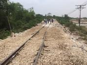 Đường sắt Bắc-Nam thông tàu sau 3 ngày bị tê liệt do lũ miền Trung