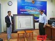 UBND huyện Hoàng Sa tiếp nhận bản đồ quý về khẳng định chủ quyền Hoàng Sa