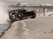 Ford Mustang đâm gãy chân khán giả khi biểu diễn đốt lốp