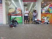 Hà Nội: Nhịp sống nhiều khu đảo lộn sau mưa bão