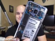 """Video: """"Độ"""" nắp lưng trong suốt cho Galaxy S8"""