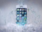 Apple quảng cáo iPhone chịu nước nhưng... không bảo hành