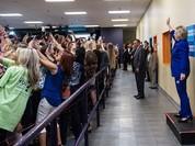 """Bức ảnh lạ lùng về bà Hillary cho thấy """"thảm họa của nhân loại"""""""