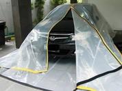 Cho ôtô vào túi ni lông sẽ là cứu cánh cho vùng lụt