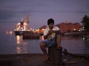 Bà Suu Kyi cảnh báo giới trẻ Myanmar phí thời gian vì internet