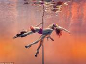 Mãn nhãn ngắm mỹ nhân múa cột dưới nước