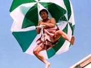 Video: Thành Long khỏa thân tỉ thí võ công