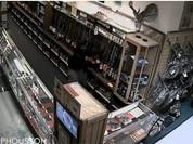 Video: Táo tợn phá cửa cướp súng kiểu Mỹ