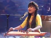 """Nổi da gà nghe cô bé 12 tuổi hát """"Ai ra xứ Huế"""""""