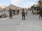 Lính Syria chơi bóng trên đường phố Palmyra sau giải phóng