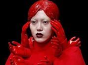 """Kinh dị show thời trang """"đẫm máu"""" ở Trung Quốc"""