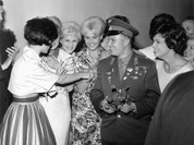 """Những khoảnh khắc đáng nhớ của """"công dân thế giới"""" Yuri Gagarin"""