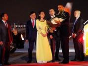 """Nữ sinh Hà Nội khen """"tay Barack Obama ấm lắm"""""""