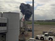 Video: Máy bay chở 320 người bốc cháy khi chưa cất cánh