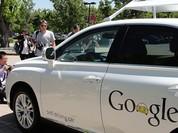 """Video: Xe tự hành Google """"hút"""" người lên nắp capo để tránh án mạng"""