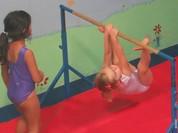 Video: Màn nhào lộn như người nhện của nhóc tì 2 tuổi