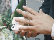 Video: Tổ chức hôn lễ cùng... một chiếc iPhone