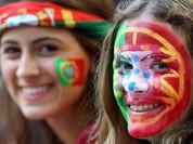 Mê mẩn trước vẻ quyến rũ của các nữ CĐV Ba Lan và Bồ Đào Nha