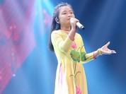 """Video: Bé 10 tuổi hát """"Tàu anh qua núi"""" cao vút làm Đông Nhi muốn... leo núi"""