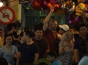 Video: Khách Tây hào hứng vì Hà Nội sắp bỏ 'giờ giới nghiêm'