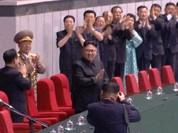 Video: 15 ngàn người reo hò nhiệt liệt chào đón Kim Jong Un