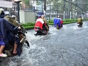Mách bạn cách đi xe mùa mưa để người khoẻ, xe bền