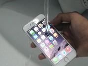 """Video: Vừa đến Hà Nội, iPhone 7 đã """"làm bài kiểm tra"""" ngâm nước"""
