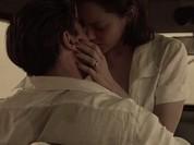 """Video: Brad Pitt mê đắm hôn """"người tình tin đồn"""" Marion Cotillard"""