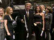 """Video: Donald Trump """"liêu xiêu"""" vì nghi án đóng phim... khiêu dâm"""