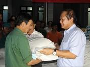 Bộ trưởng Trương Minh Tuấn thăm và tặng quà đồng bào bị lũ lụt tại Hà Tĩnh, Quảng Bình