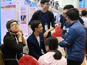 Hai học sinh lớp 12 sáng chế ra xe lăn nhận dạng cử chỉ của đầu
