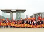 Người Việt tại Pháp xuống đường phản đối Trung Quốc