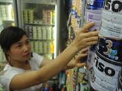 Trẻ em Việt đang phải uống sữa giá cao so với khu vực