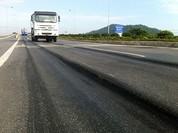 Hằn lún vệt bánh xe trên quốc lộ: Chưa sửa thì không được thu phí
