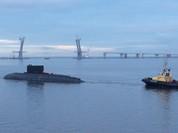 Tàu ngầm Kilo Đà Nẵng đã lên khoang tàu hàng, chuẩn bị về Việt Nam
